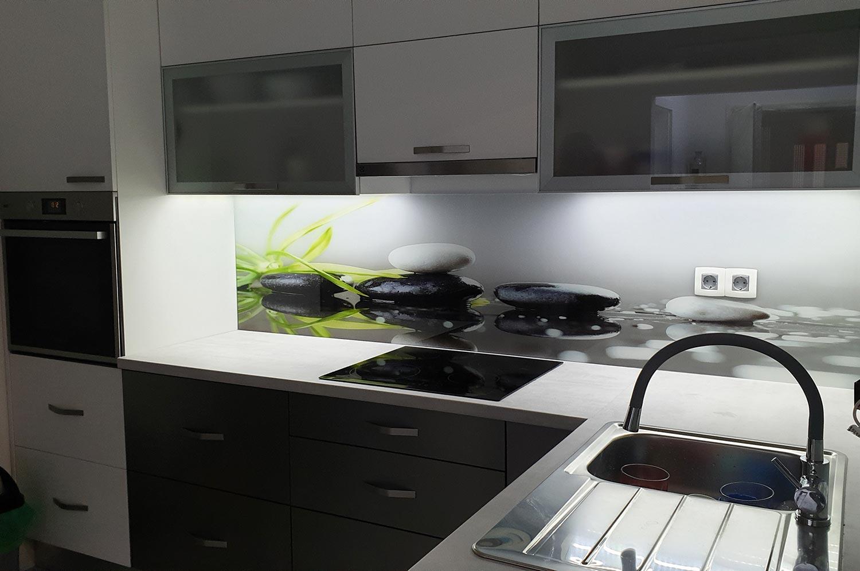 staklo za uredenje kuhinje